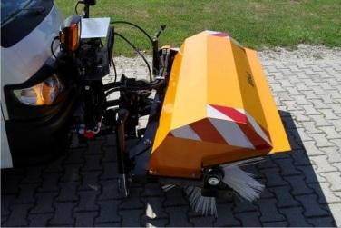 Kehrmaschine mit rotierender Bürste