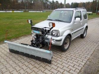 Suzuki Jimny mit Schneepflug